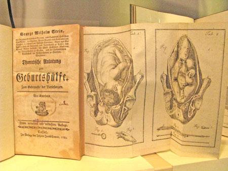 Georg Wilhelm Stein: Theoretische Anleitung zur Geburtshilfe. Im Verlage bey Johann Jacob Cramer, 1783 © Foto: Diether v Goddenthow