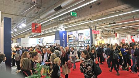 Buchmesse mit Besucherrekord, hier Halle 4.1 © Foto: Diether v Goddenthow