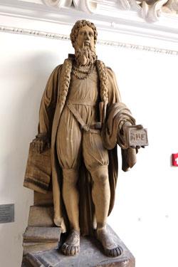 Das älteste Gutenberg-Denkmal der Welt bekommt einen Ehrenplatz im gläsernen Verbindungsbau des Gutenberg-Museums Mainz.  © Foto: Diether v Goddenthow