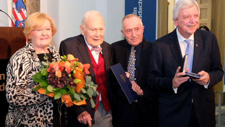 Danielle Neess, Ferdinand Wolfgang Neess, Familienmitglied und Ministerpräsident Volker Bouffier. © Foto: Diether v Goddenthow