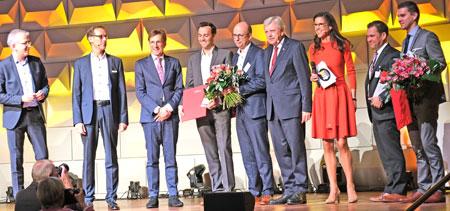 """Die beiden  Hessen Champions der Kategorie """"Innovation"""" : Bender GmbH & Co. KG, Grünberg, und Faubel & Co. Nachfolger GmbH, Melsungen.  © Foto: Diether v Goddenthow"""