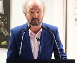 Dietmar Gross, Vorsitzender des Kunstvereins Eisenturm, dankte der Mainzer Volksbank, seinem Team und den Künstlern. © Foto: Diether v Goddenthow