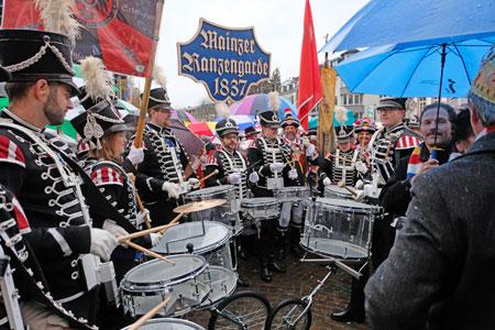 Älteste Mainzer Garde, die Mainzer Ranzengarde. © Foto: Diether v Goddenthow