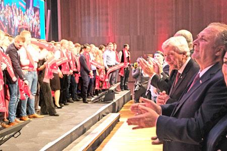 standing ovation für die Sieger in Europas größtem größtem Berufswettbewerb.© Foto: Diether v Goddenthow