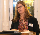 Evelyne Wickop, Projektleiterin von Ökoprofit im Umweltamt führte durch den Abend und warb dafür, sich für die Jubiläumsrunde 2020 zu bewerben. © Foto: Diether v Goddenthow