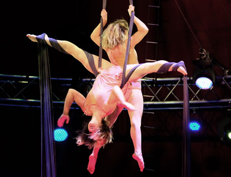 Duo Skyline am am Vertikalseil bei European Youth-Circus 2018 in Wiesbaden  © Foto: Diether v Goddenthow
