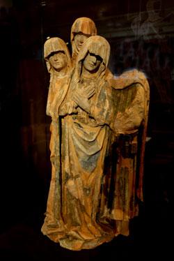 Die gotische Beweinungsgruppe aus St. Leonhard.© Foto: Diether v Goddenthow