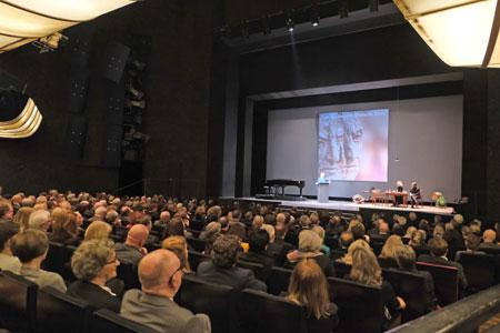 Impression aus dem Staatstheater Mainz während der Verleihung der Carl-Zuckmayer-Medaille 2020 am 18.Junaur, dem Geburtstag von Carl Zuckmayer. ©  Foto: Heike  v Goddenthow