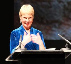 Die Komikerin, Schauspielerin, Moderatorin und Schriftstellerin Cordula Stratmann hielt die Laudatio. ©  Foto: Diether  v Goddenthow