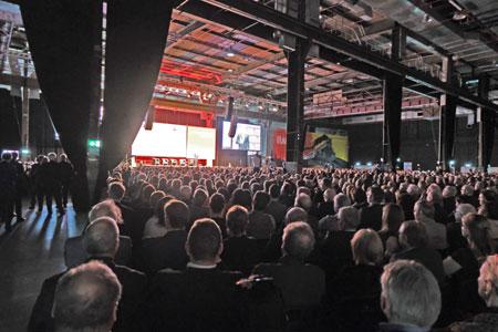 Auch in diesem Jahr hat der Jahresempfang der Wirtschaft, in Halle 45 in Mainz, wieder vor der Publikumskulisse von mehreren tausend mittelständischen Unternehmern und Freiberuflern stattgefunden und sich zu einem gewichtigen Sprachrohr des Mittelstandes formiert.  © Foto: Diether v Goddenthow