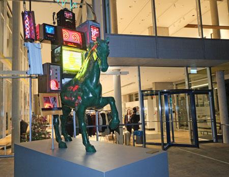 """Seit Juni 2019 steht der """"Pre Bell Man"""" wieder vor dem Museum für Kommunikation. © Foto: Diether v Goddenthow"""