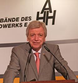 Ministerpräsident Volker Bouffier.© Foto: Diether v Goddenthow