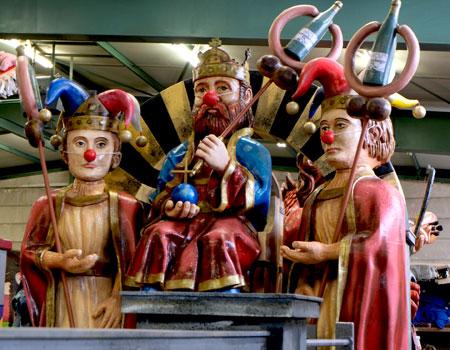 Die Säulen der Macht: Weck, Worscht und Wein. © Foto: Diether v Goddenthow