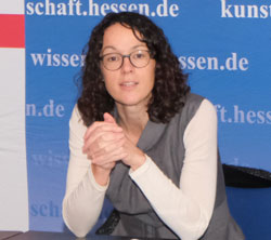 Kunst- und Kulturministerin Angela Dorn verspricht rasche und unbürokratische Hilfe für Kulturschaffende. © Foto: Diether v Goddenthow