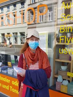 Entsprechend des bundesweiten Beschlusses gelten ab 27.04.2020  auch in Hessen und Rheinland-Pfalz Maskenpflicht beim Einkaufen in Geschäften /auf Märkten und Fahren im  Öffentlichen Nahverkehr. © Foto: Diether v Goddenthow
