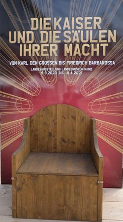 Kaiserthron Karls des Großen - Diese Nachempfindung des Originals aus dem Aachener Dom befindet sich bereits im Landesmuseum Mainz, © Foto: Diether v. Goddenthow