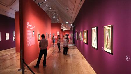 """Ausstellungsimpression """"Fantastische Frauen. Surreale Welten von Meret Oppenheim bis Frida Kahlo"""", Schirn Kunsthalle Frankfurt.© Foto: Diether v. Goddenthow"""