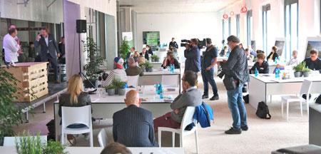 Die Präsentation fand in der noch im Rohbau befindlichen späteren Cafeteria der neuen Helios Dr. Horst Schmidt Klinik in Wiesbaden statt. © Foto: Diether v. Goddenthow