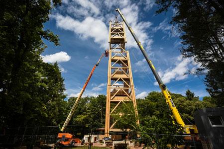 Das dritte Segment des Frankfurter Goetheturms ist aufgesetzt. © Stadt Frankfurt am Main Michael Faust