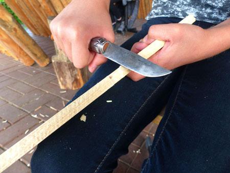 Mittelalterliche Handwerkskunst erleben. Holzbearbeitung © ATZ