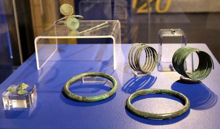 Exponate aus der Eisenzeit, zirka 6. bis 5. Jh. v. Chr. © Foto: Diether v. Goddenthow