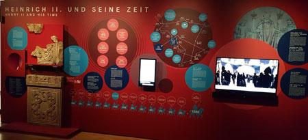 """Ausstellungs-Impression """"Die Kaiser und die Säulen der Macht"""" © Foto: Diether v. Goddenthow"""