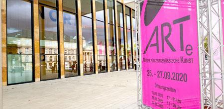 Farben, Formen, junge Kunst zum Sehen, Fühlen und Erleben für jedermann gibt es ab heute zu sehen auf der Kunstmesse ARTe im RheinMain CongressCenter Wiesbaden © Foto: Diether v. Goddenthow