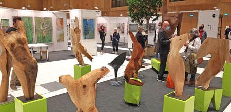 Reinhold Mehlings berühmte Holzskulpturen faszinieren. Sein Atelier hat er in Hanau www.uferkunst.de © Foto: Diether v. Goddenthow