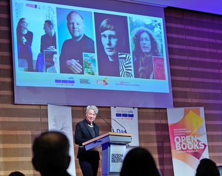 Eröffnung mit Kulturdezernentin Ina Hartwig  © Open Books 2020