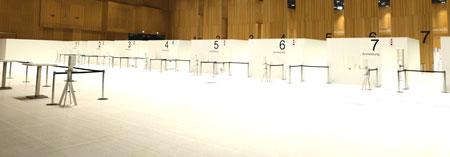 Im RheinMain CongressCenter in Wiesbaden sind insgesamt acht Impfstraßen aufgebaut. © Foto Diether v. Goddenthow