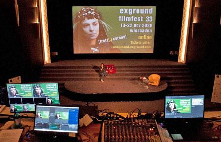 Exground-Festivalleiterin Andrea-Wink präsentiert  coronabedingt  die Gewinnerfilme digital.