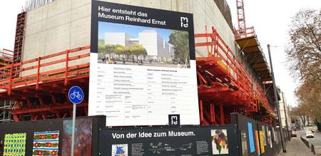 Etage um Etage wächst der Bau in die Höhe und lässt die konkreten Formen des Gebäudes erkennen. Die Arbeiten laufen auf Hochtouren, sodass mit der Fertigstellung des Rohbaus im Frühling 2021 gerechnet werden kann. © Foto Diether v. Goddenthow