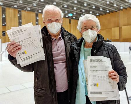 Die ersten Wiesbadener, die am Dienstag im RMCC geimpft wurden, waren Marielotte Kilian, 87 Jahre, und ihr Mann Richard Kilian, 86 Jahre.