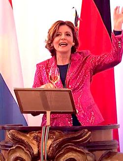 Ministerpräsidentin Malu Dreyer: Ein Heile, heile Gänsje für die Fastnacht Bildschirmfoto:  Diether v. Goddenthow