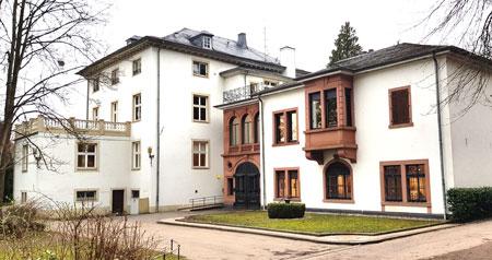 Museum Schlosspark Bad Kreuznach Rückfront  © Foto Diether v. Goddenthow