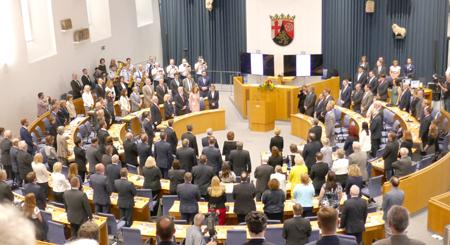 Provisorischer Plenarsaal in der Steinhalle des Landesmuseums Mainz Archivfoto  ©  Diether v. Goddenthow