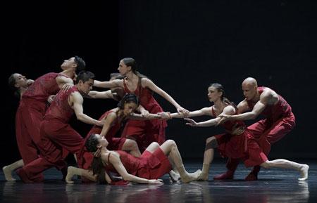 Le sacre du printemps Zweiteiliger Ballettabend von Bryan Arias und Edward Clug Foto: Bettina Stöß