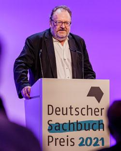Jürgen Kaube, Preisträger des Deutschen Sachbuchpreis 2021, bei seinder Dankesrede. Foto: Monique Wüstenhagen