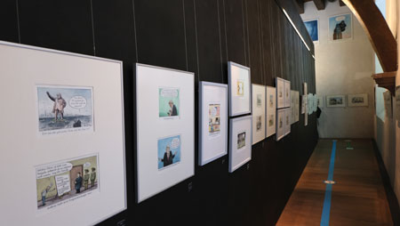"""Impression der Jubiläums-Ausstellung """"Greser&Lenz: Schlimm"""" im Caricatura Museum Frankfurt – Museum für Komische Kunst vom 22. Juli 2021 bis zum 21. November 2021 © Foto Diether v. Goddenthow"""