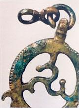 Bronzener Schmuckanhänger des Pferdegeschirrs aus Hofheim. © Foto P. Odvody, hessenArchäologie, Außenstelle Darmstadt.