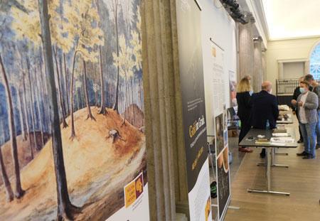 Auf Infotafeln und -tischen informierten die Museen über ihre Programmschwerpunkte zum Projektjahr Keltenland Hessen. © Foto Heike v. Goddenthow