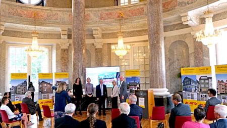 Verleihung des Hessischen Denkmalschutzpreises 2021 im Wert von insgesamt 27.500 Euro, Schloss Biebrich. © Foto Diether v. Goddenthow