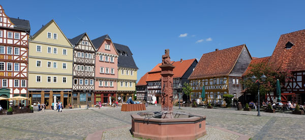 Hessenpark Marktplatz © Foto Diether v Goddenthow