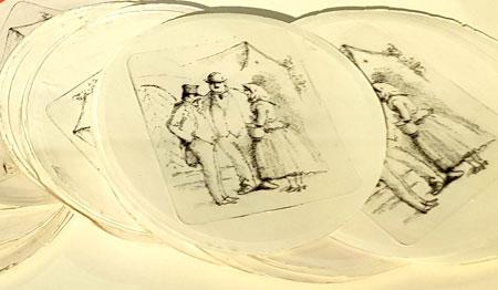 Max Slevogt. Zwei Männer und eine Frau im Gespräch (1920 - 1928). Punztechnik bei der die Löcher nicht einzeln mit einem Hammer, sondern - revolutionär - mit einer Maschine in die Kupferplatter getrieben wurden. Hier Büttenpapier, zwei Zustände gezeigt. Sammlung GDKE, Landesmuseum Mainz. © Foto Heike  v Goddenthow