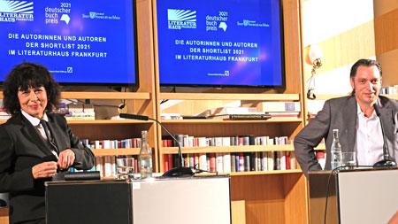 Monika Helfer  im Gespräch mit Moderator Christoph Schroeder. © Foto Diether v. Goddenthow